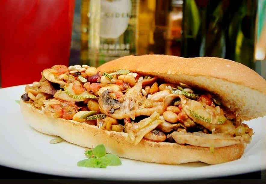 A Mano Hotdog & Bar